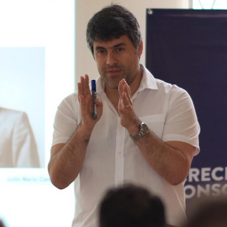 Julio Mario Camacho capacitador en digital